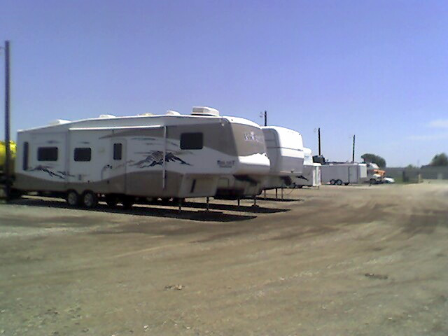 If you are looking for the best trailer storage facility in Fort Worth, look to Blue Mound 287 Self Storage
